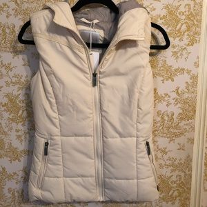 NWT Bench hooded puffy vest - Small